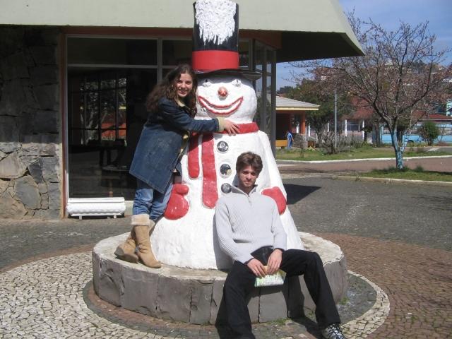 Ó o Centro de Informações de Turistas ao Fundo! Confesso que nâo reparei se o boneco de neve continua lá, já que essa foto é de 2006!