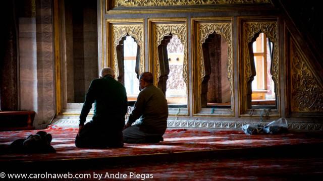 Não esqueça que mesquitas são casas de oração...