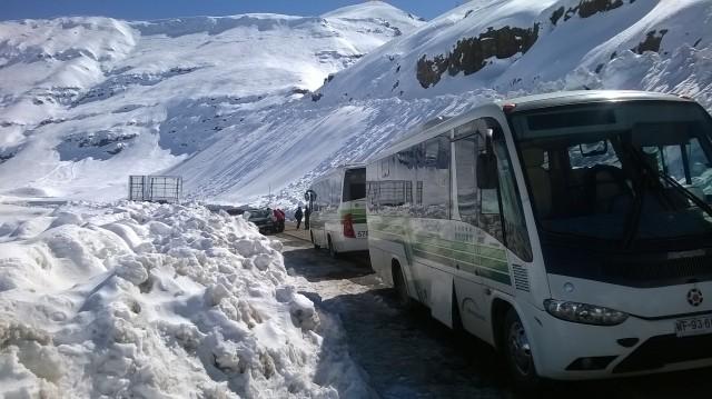 No fim das contas a estrada abriu e todo mundo pode brincar na neve! :P